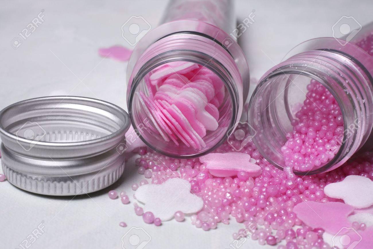 archivio fotografico bottiglie con bagni di sale rosa e argento coprire