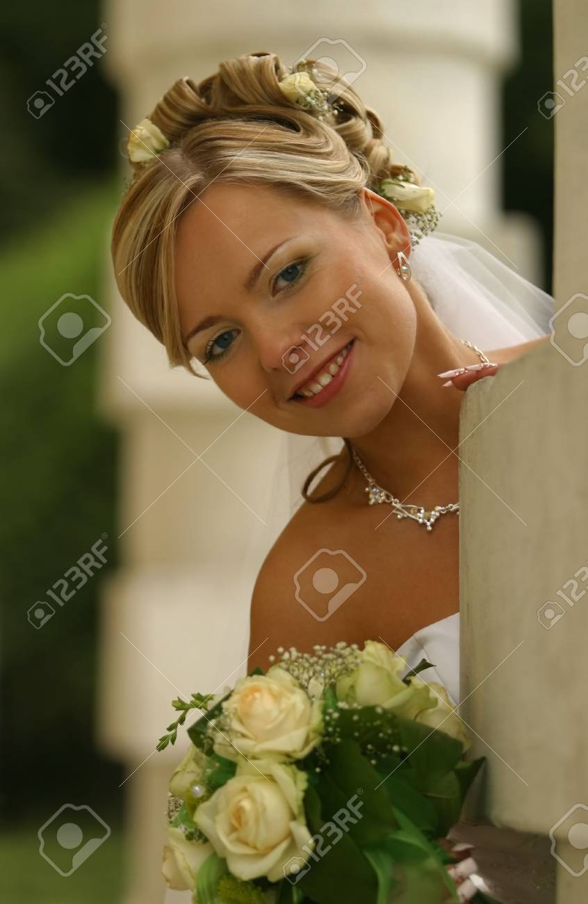 Portrait of the beautiful bride with a bouquet Stock Photo - 961358
