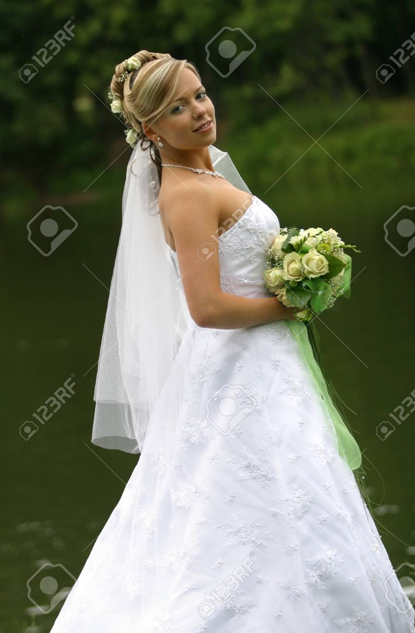 Portrait of the beautiful bride with a bouquet Stock Photo - 1470310