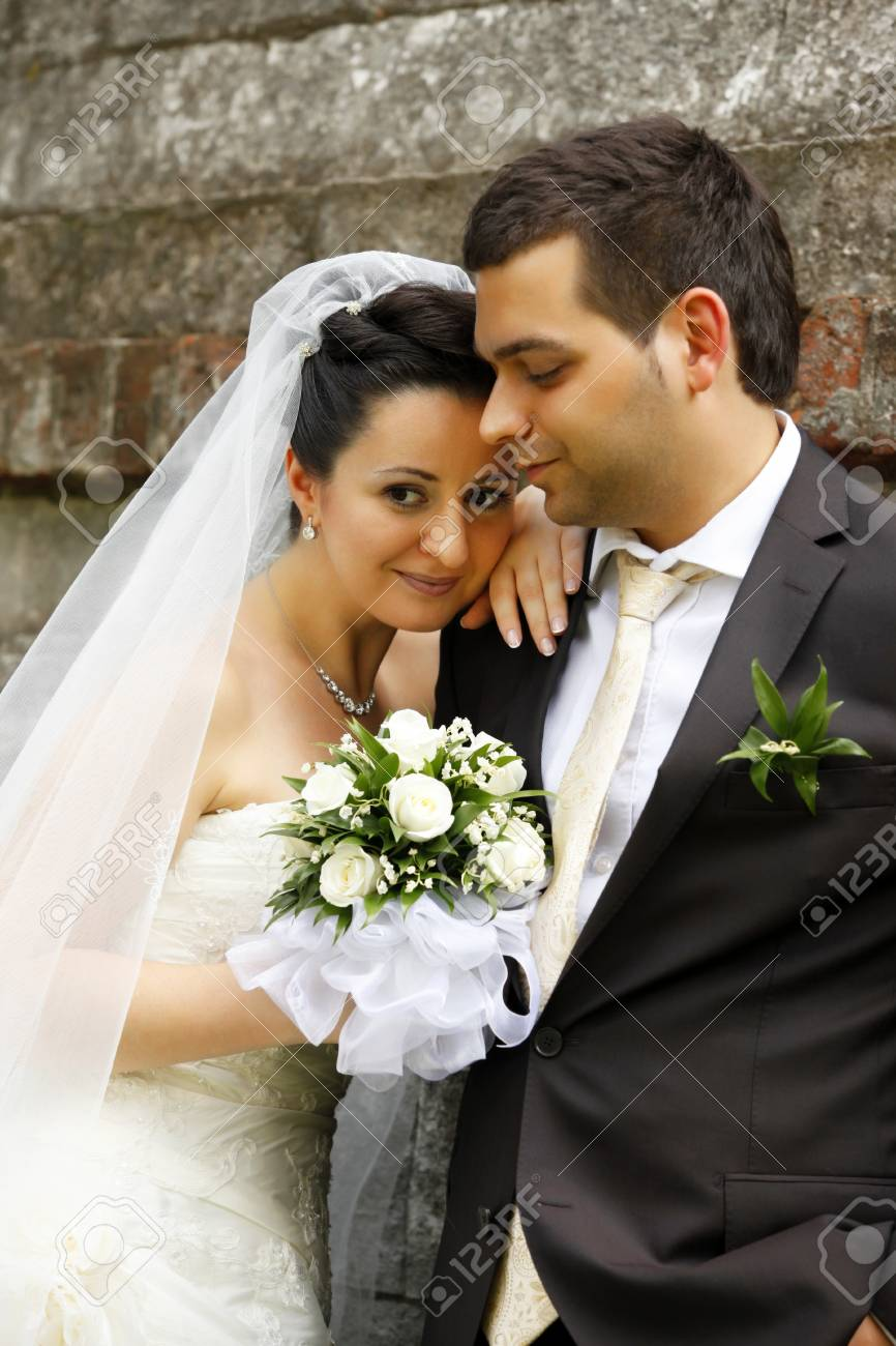 Newly-married couple in park Stock Photo - 10101675