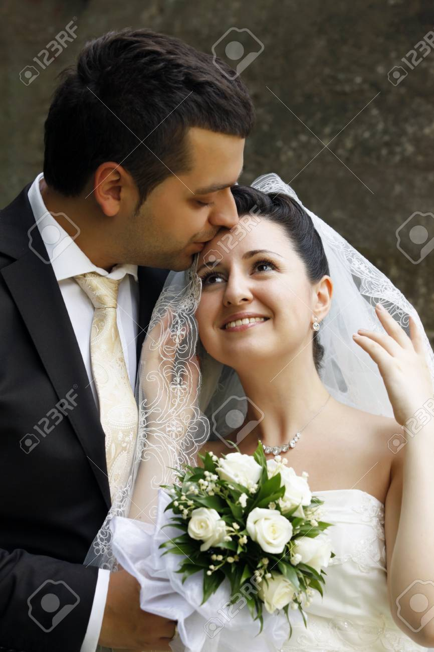 Newly-married couple in park Stock Photo - 10138281