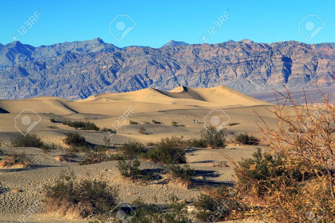 Ripples Y Picos De Montana Parque Nacional Del Valle De La Muerte California
