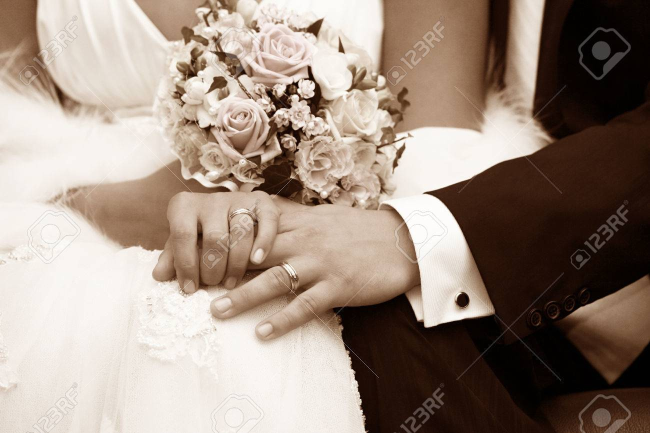 Hand of the groom and the bride with wedding rings - 63171499