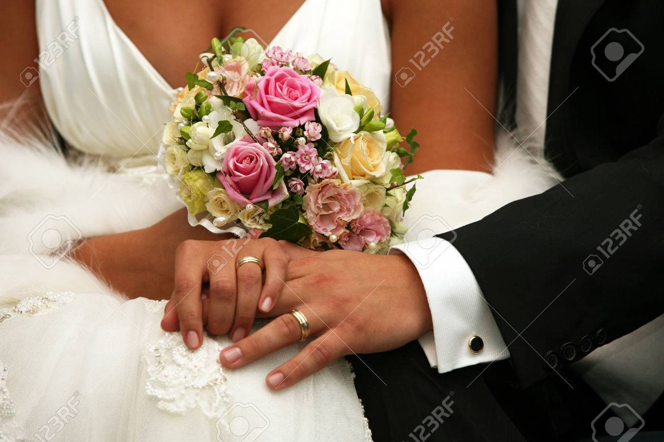 Hand of the groom and the bride with wedding rings - 63171541