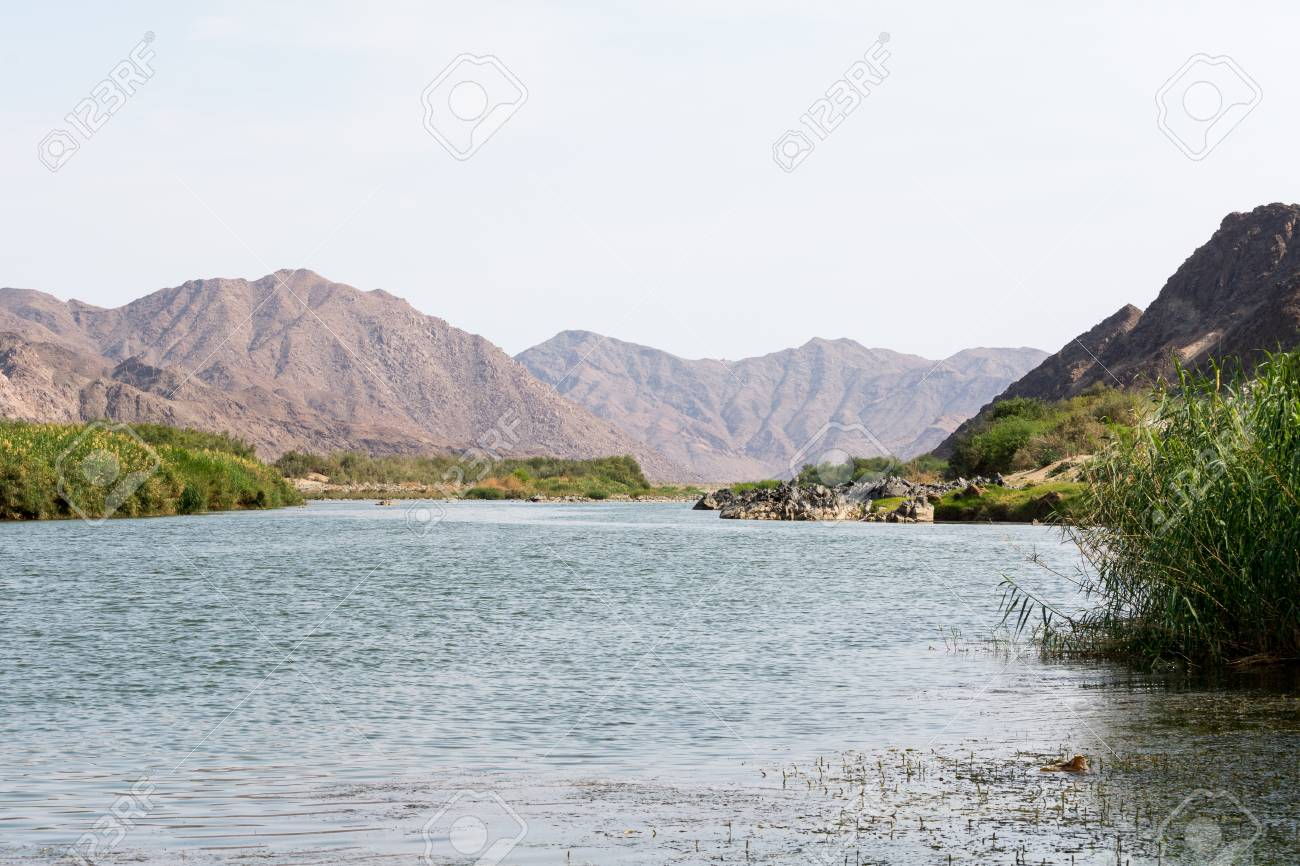 Afrika Leren Bank.Zicht Op De Oranje Rivier In Namibie Afrika De Oranje Rivier Is
