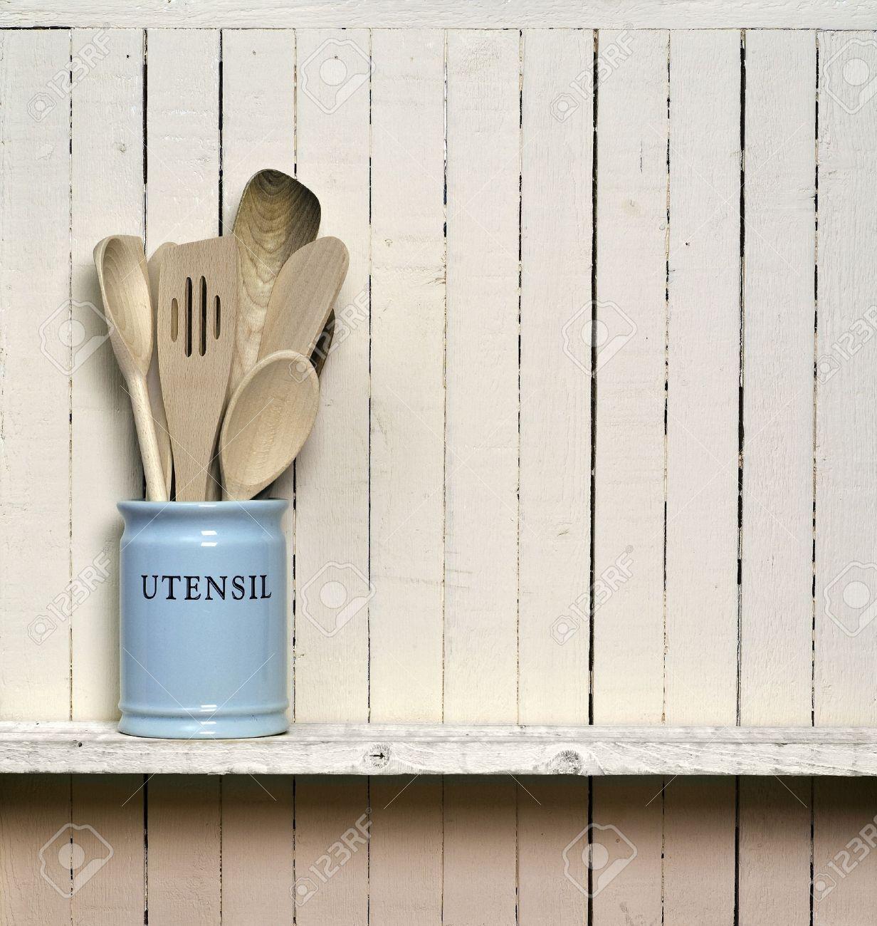 Keuken kookgerei, houten spatels etc in china opslag pot, op een ...