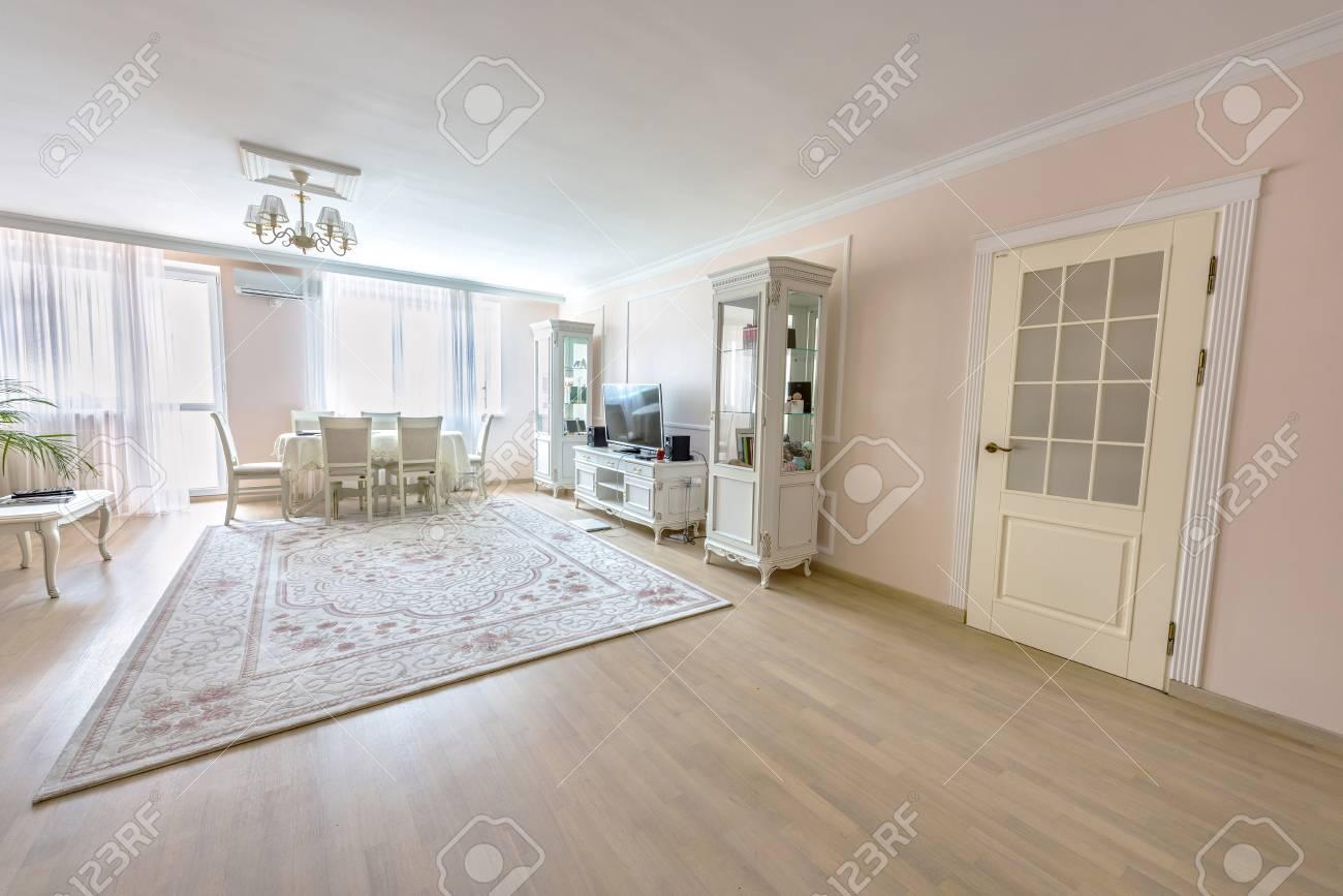 White Apartment Interior Design Living Room With Classic Furniture ...