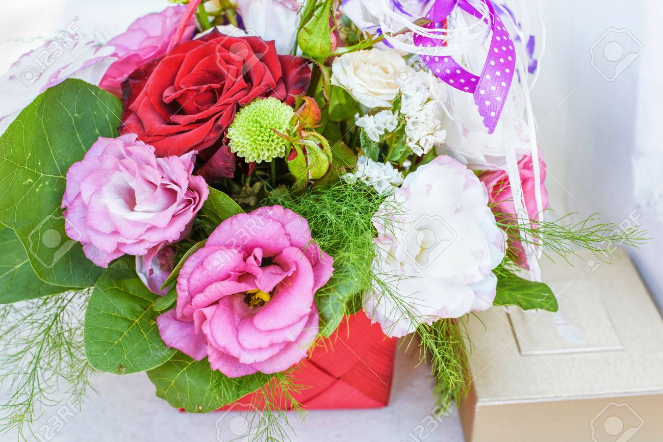 Summer flowers bouquet in a basket white red and purple royalty stok fotoraf summer flowers bouquet in a basket white red and purple mightylinksfo