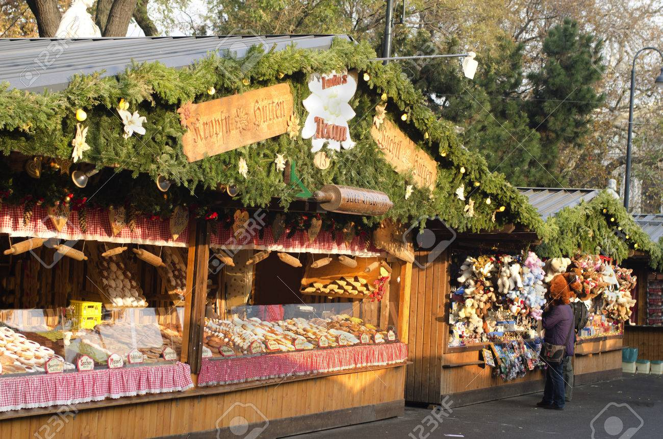 Wien Osterreich Kioske Mit Sussigkeiten Kuchen Und Spielzeug Auf