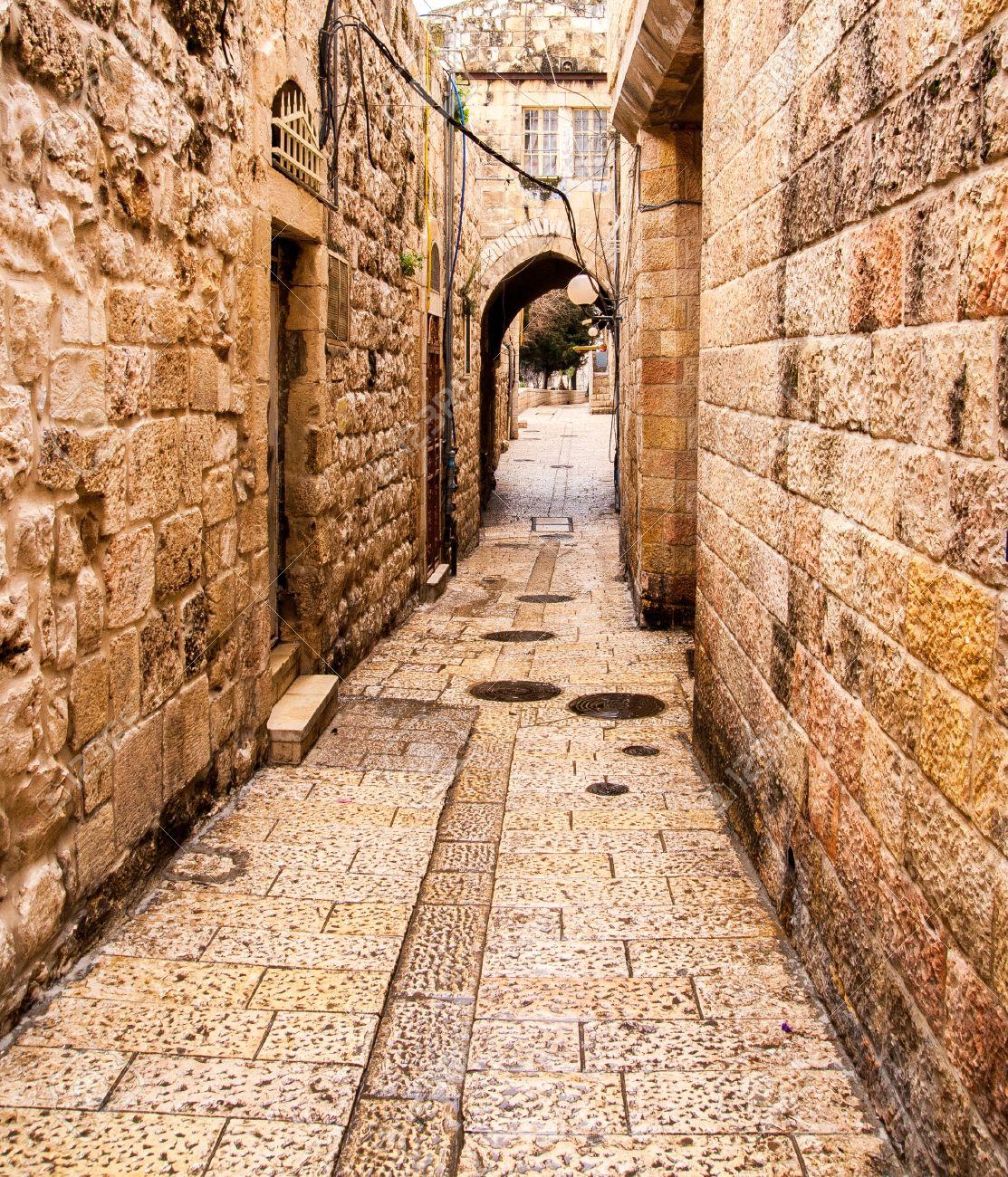 Ancient Alley in Jewish Quarter, Jerusalem Stock Photo - 12978889