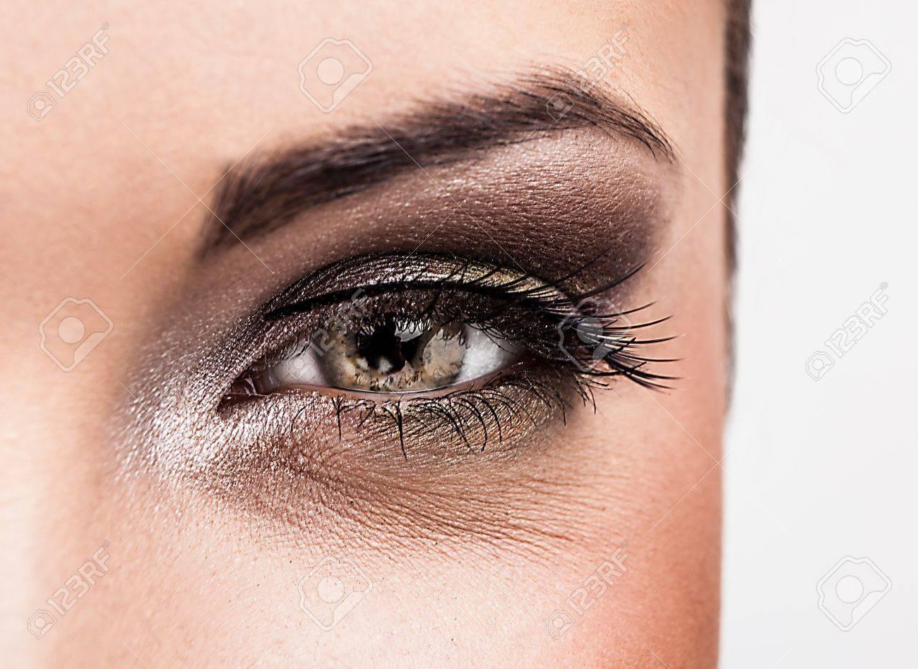 Woman eye with beautiful makeup - 15577110