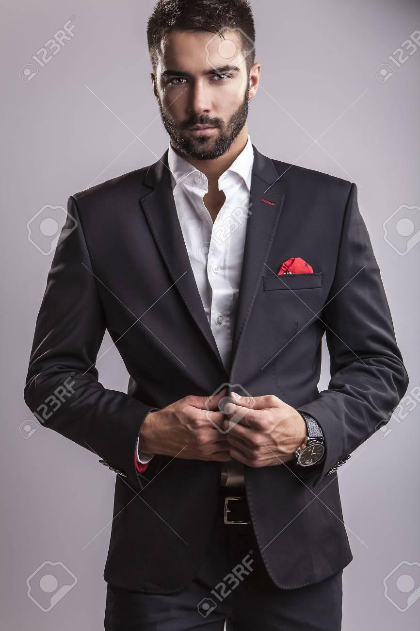 Élégant portrait de jeune homme beau Studio de mode Banque d'images - 22572270