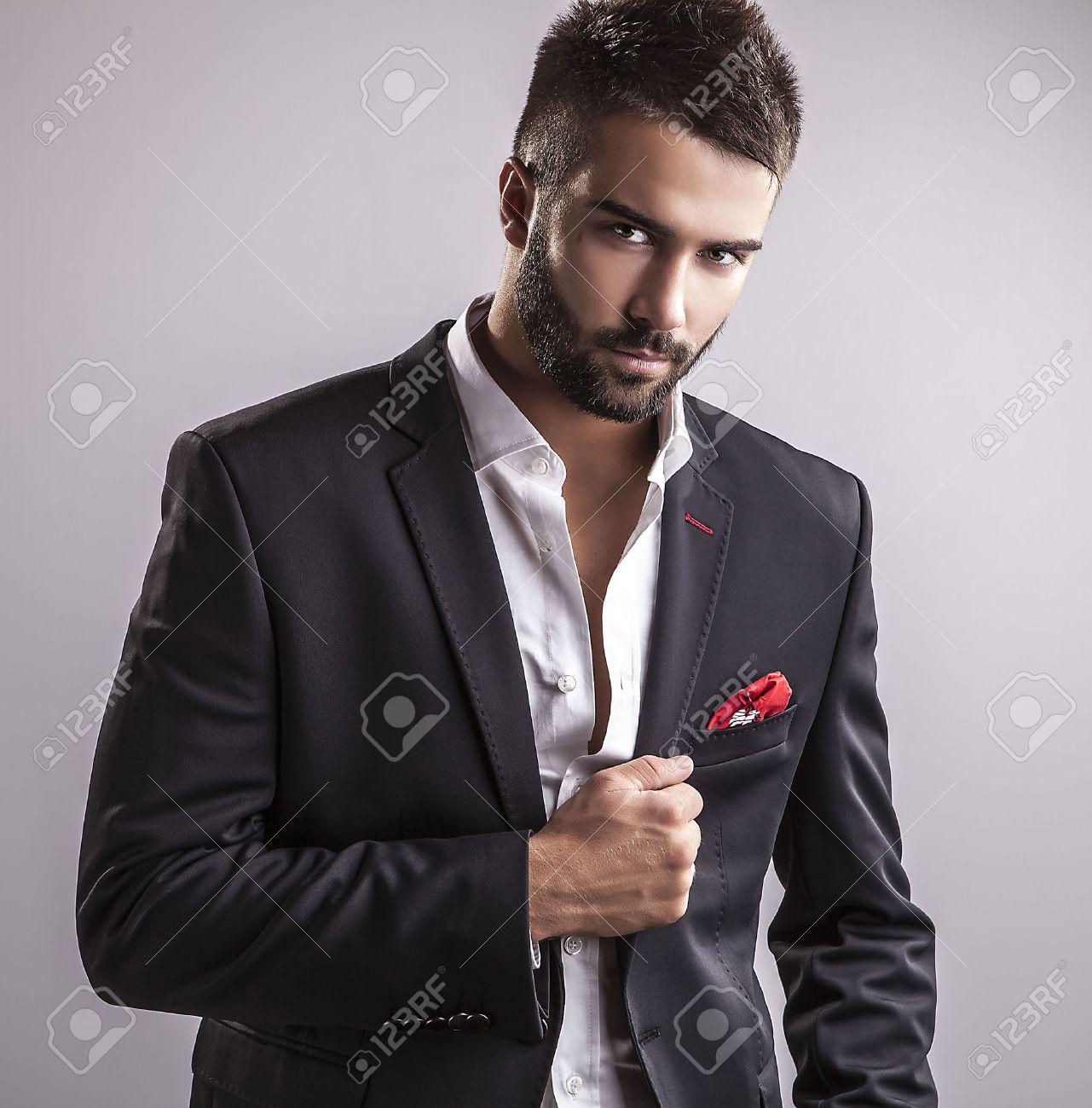 Elégante jeune homme beau portrait de la mode Studio Banque d'images - 22572301
