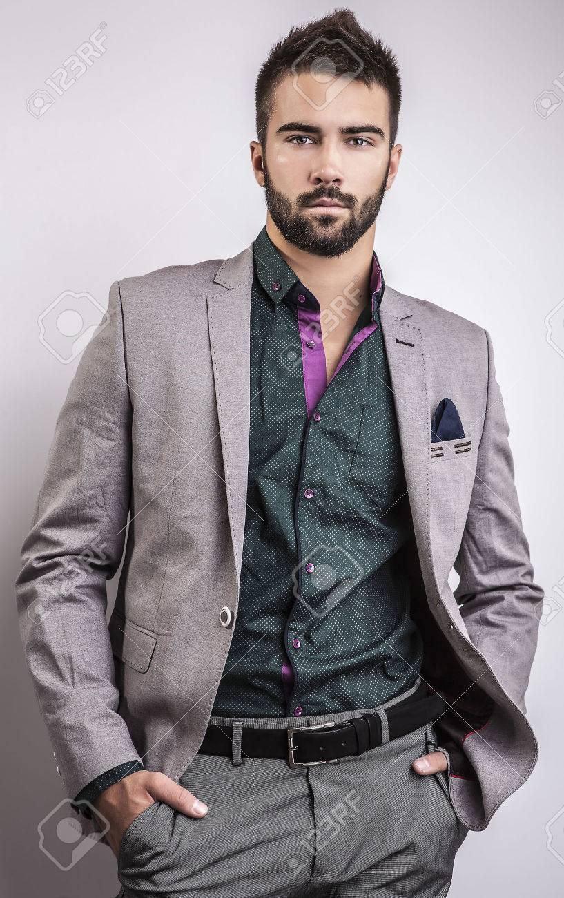 Élégant jeune homme beau studio mode portrait Banque d'images - 22572304