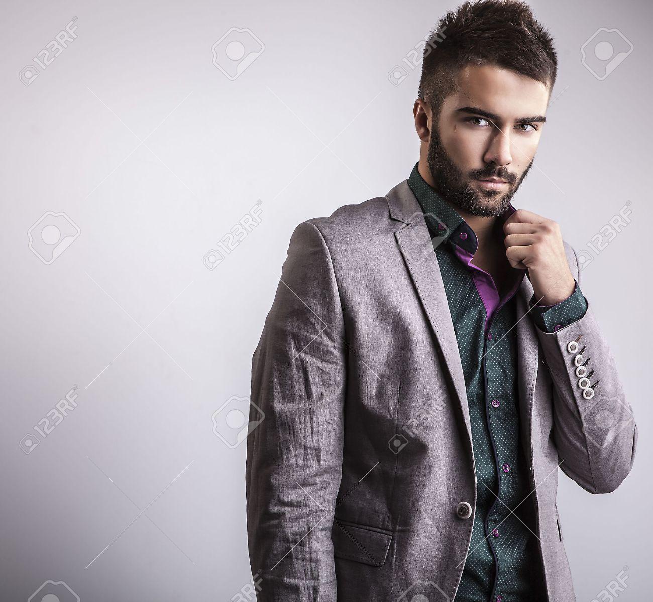 Elegant young handsome man  Studio fashion portrait Banque d'images - 22572306