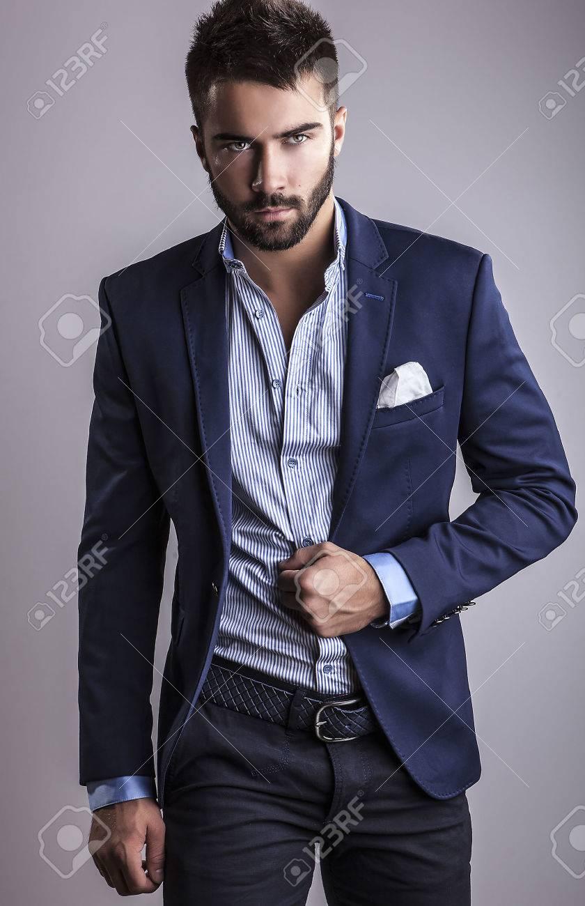 Élégant jeune homme beau portrait de la mode Studio Banque d'images - 22572327