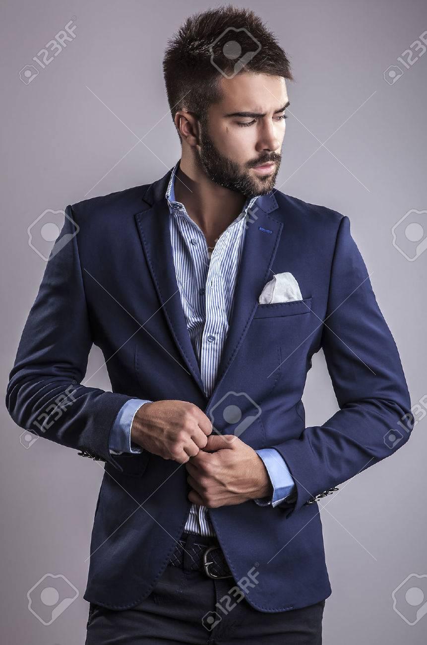 Élégant portrait de jeune homme beau Studio de mode Banque d'images - 22572330