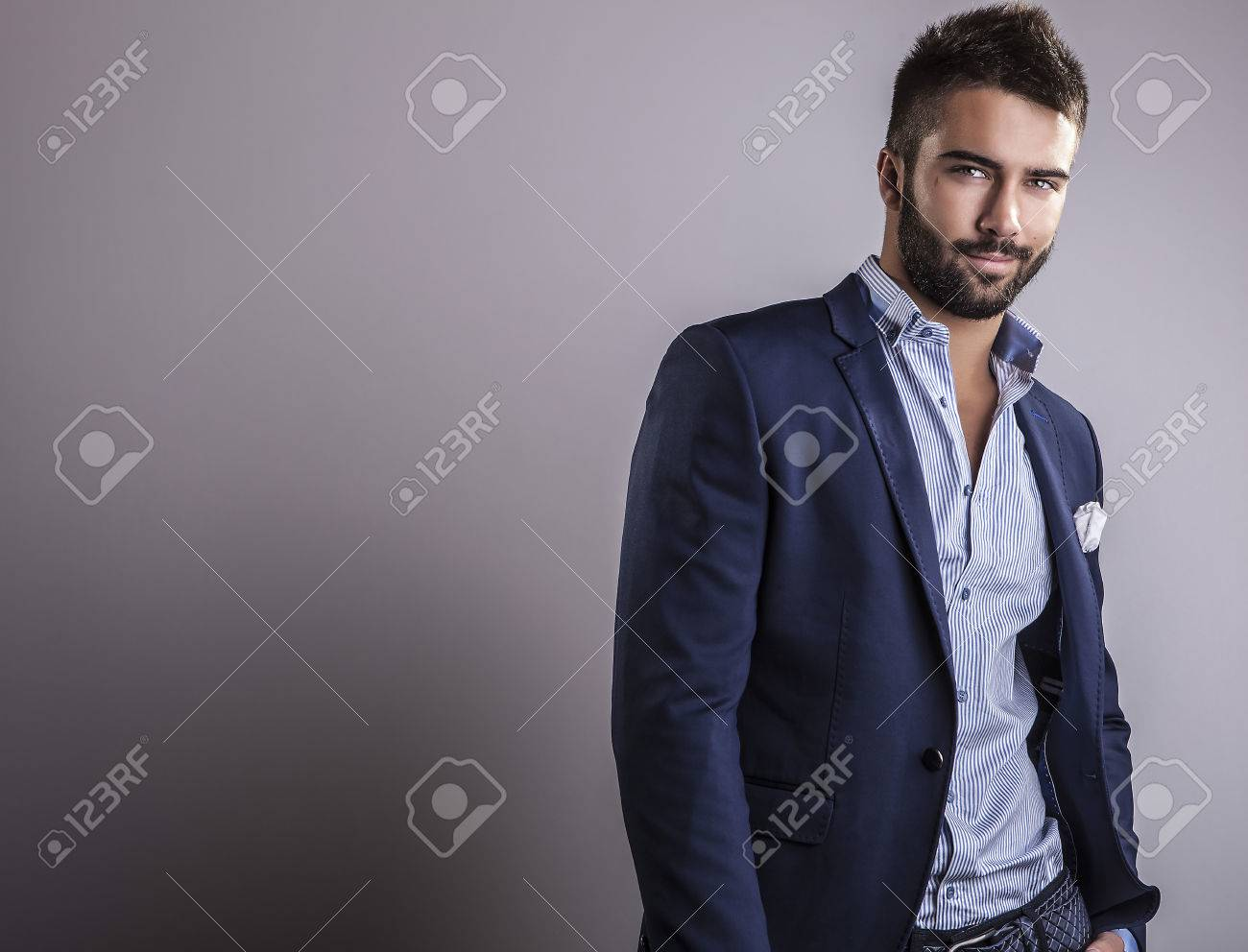 Elegant young handsome man  Studio fashion portrait Banque d'images - 22572348