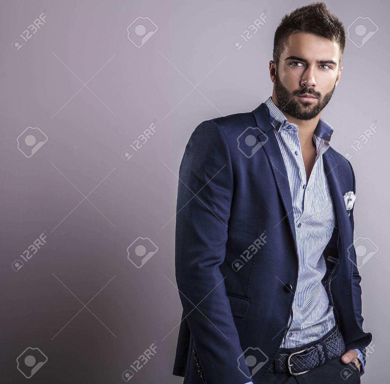 Élégant jeune homme beau portrait de mode studio Banque d'images - 22572349