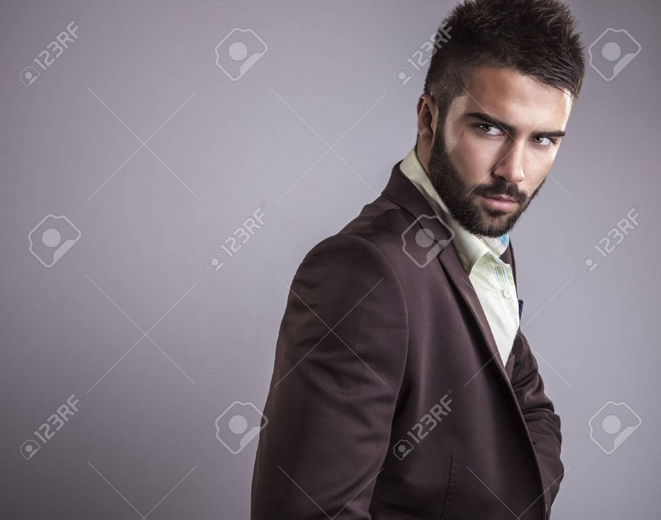 ?l?gant jeune homme beau portrait de mode studio Banque d'images - 22572377