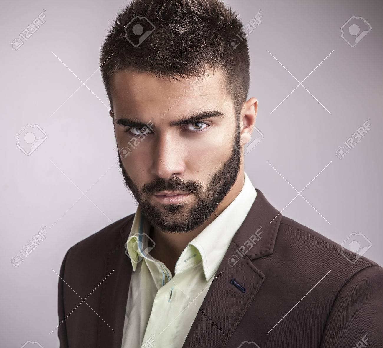 ?l?gant jeune homme beau portrait de mode studio Banque d'images - 22572382