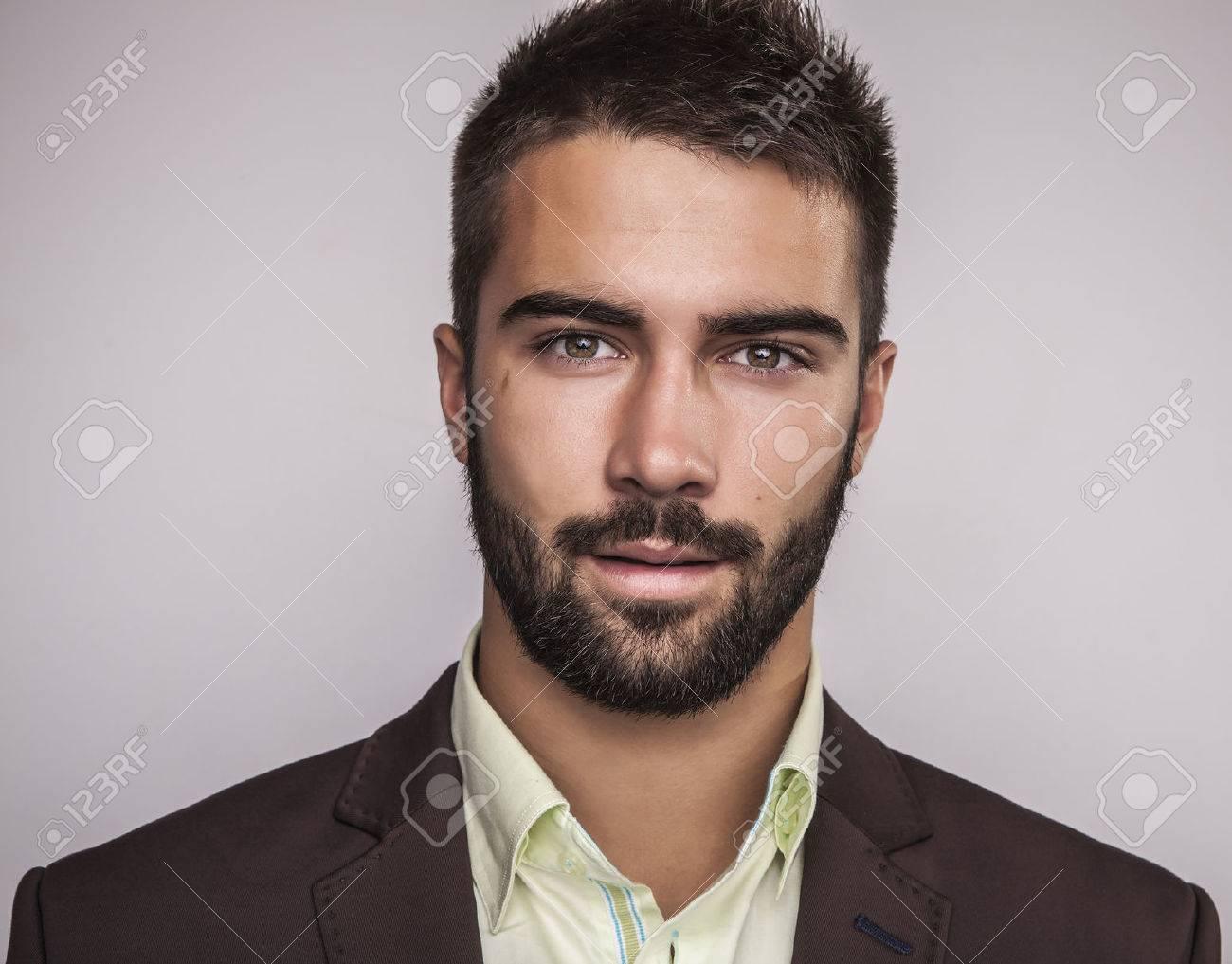 Élégant jeune homme beau portrait de mode studio Banque d'images - 22572385