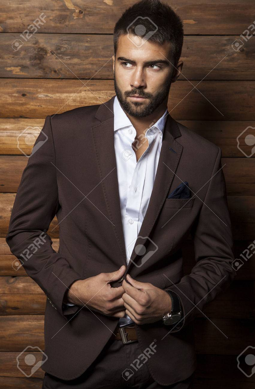Portrait of young beautiful fashionable man against wooden wall Banque d'images - 24368230