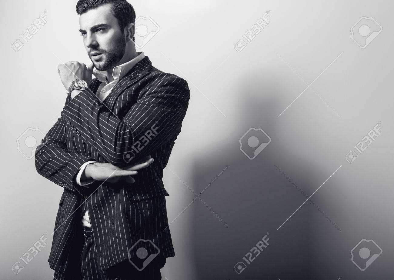 Elégante jeune homme beau Banque d'images - 47778665