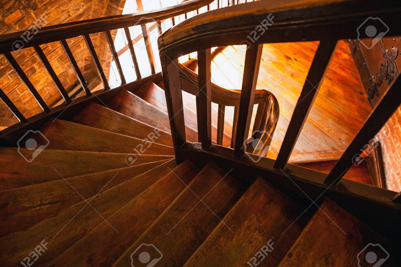 Rar Descargar Escalier En Colimacon En Bois Dans Immeuble