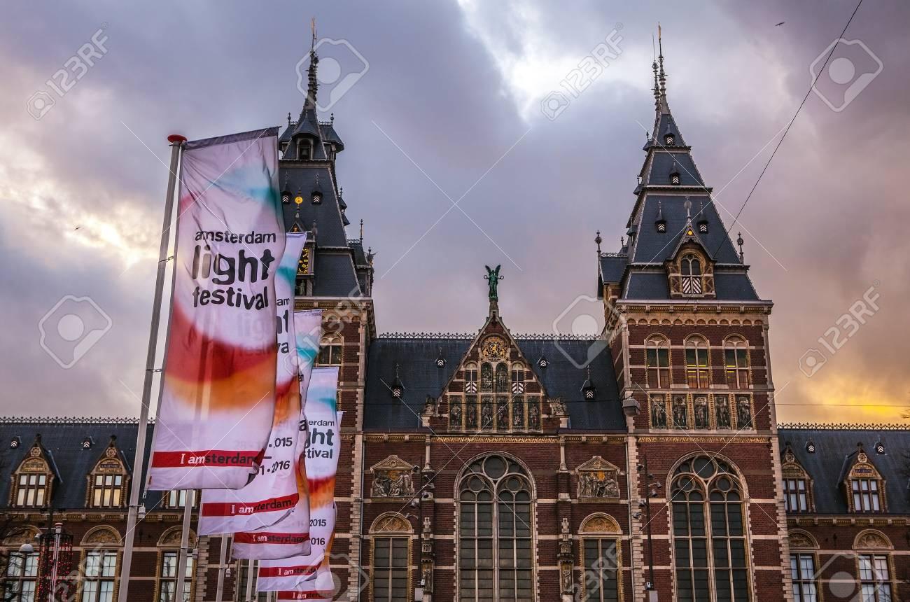 Licht Tour Amsterdam : Amsterdam niederlande januar flaggen auf licht