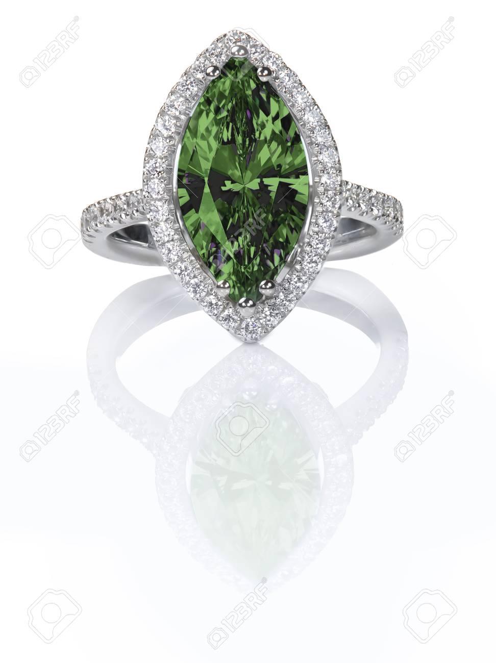 bague or diamant vert