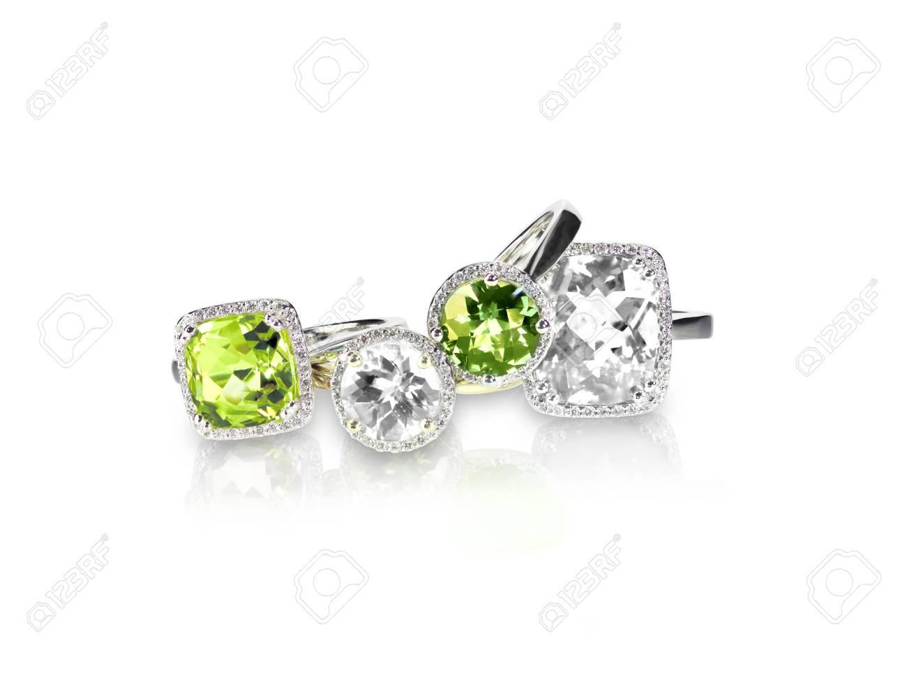 énorme réduction économiser en gros Set di peridoto verde con diamanti anelli gemma gioielleria. Gruppo di  stack o cluster di più anelli di diamanti gemma.