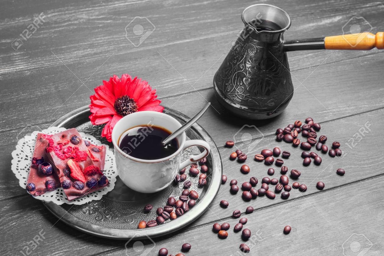Brasser Des Biscuits De Cafe Et De Morceaux Fleur Rouge Morceaux