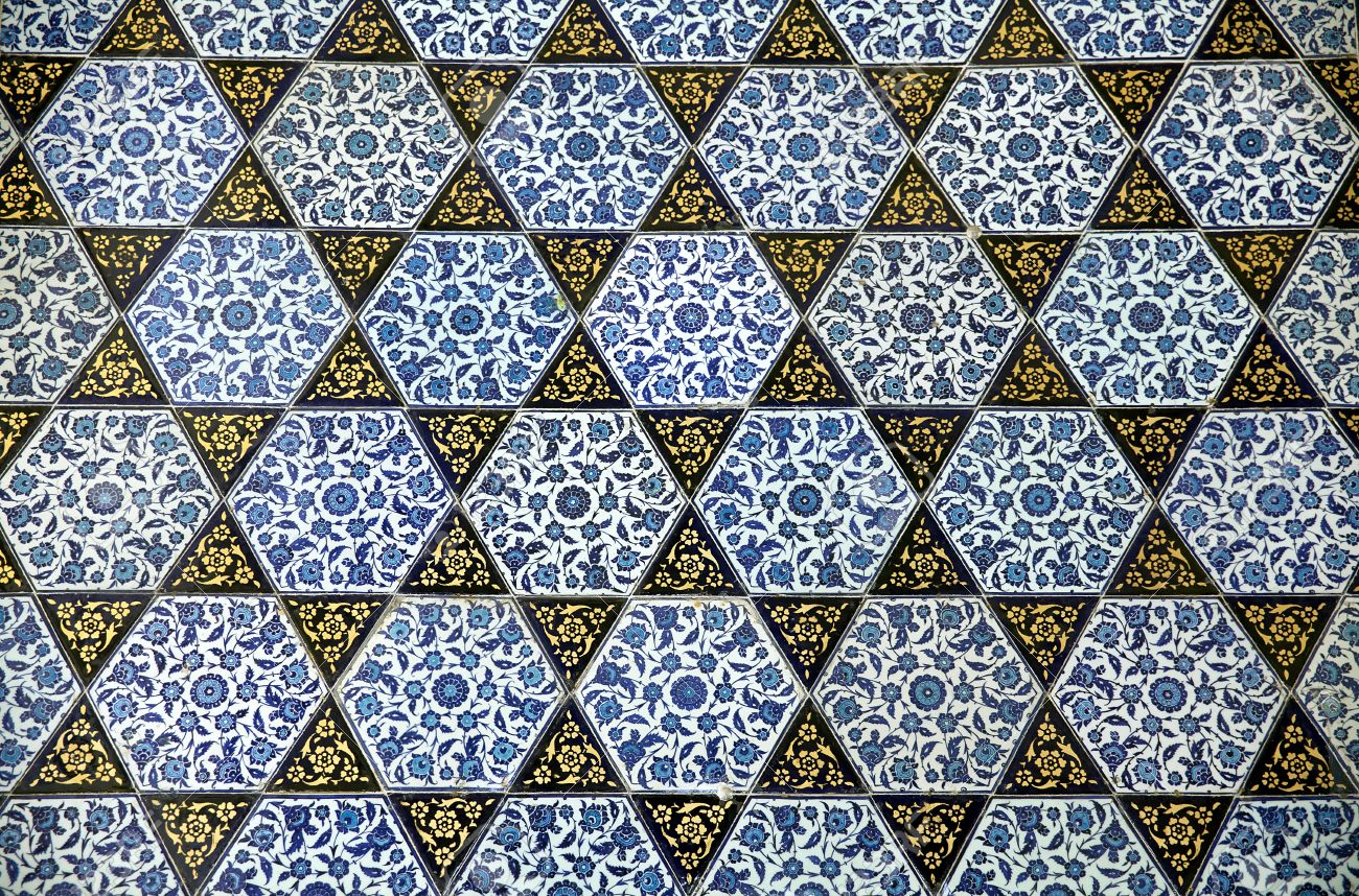Ancient Tile Pattern On Ceramic Wall In Topkapi Palace In Istanbul ...
