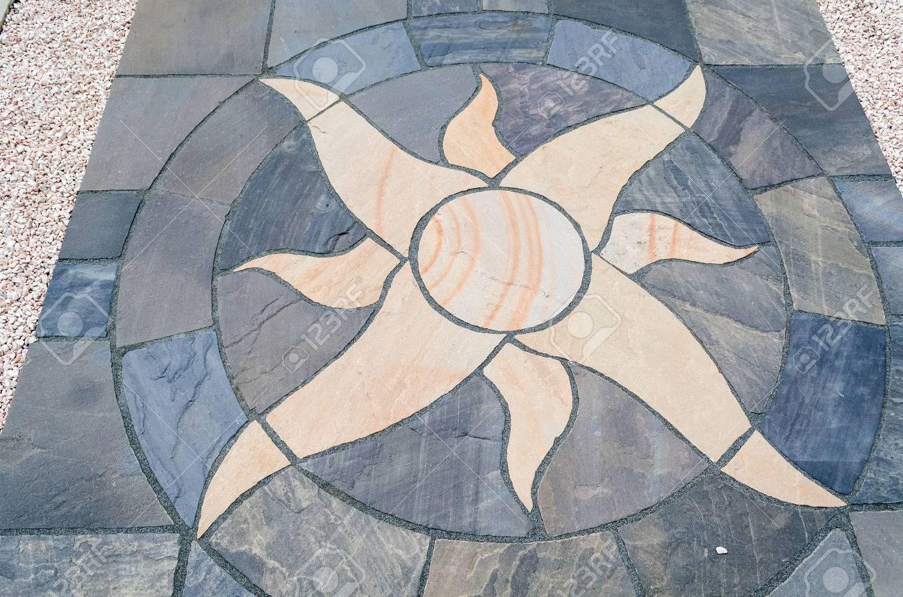 Dettagli Sole Con Pavimenti In Pietra Per Il Giardino Esterno Foto ...