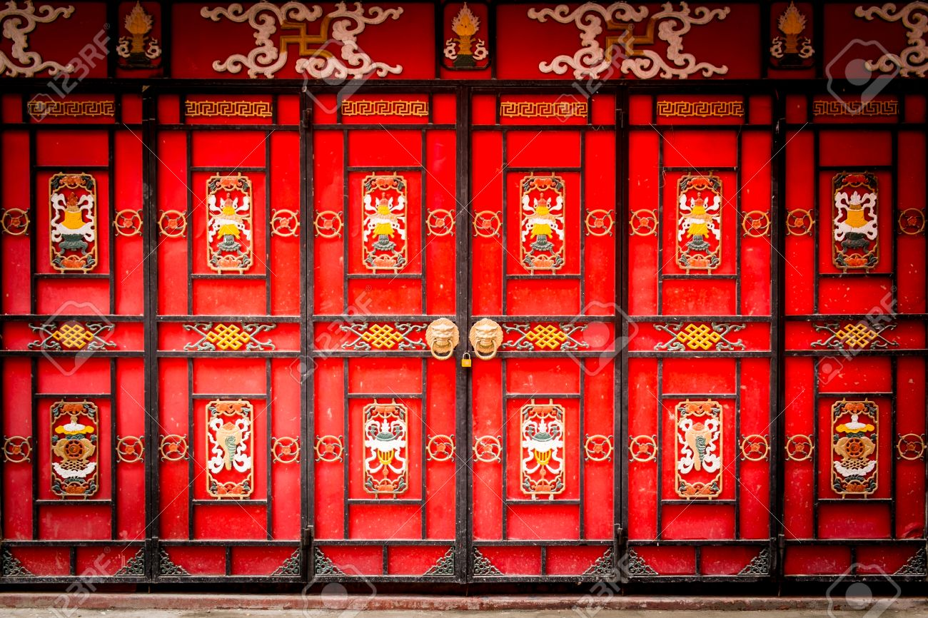 Traditional Chinese gateway with folding doors. Stock Photo - 35559352  sc 1 st  123RF Stock Photos & Traditional Chinese Gateway With Folding Doors. Stock Photo ...