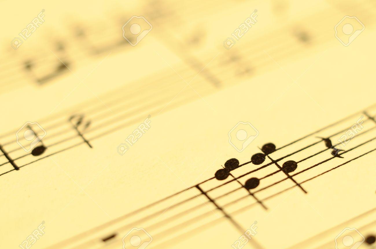 Primer Plano De La Música Y Partitura Para Piano Y Notas De Papel ...