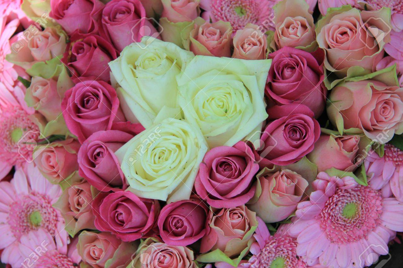 Hochzeit Blumen Weiss Und Rosa Blumen Arrangement Rosen Und Gerbera