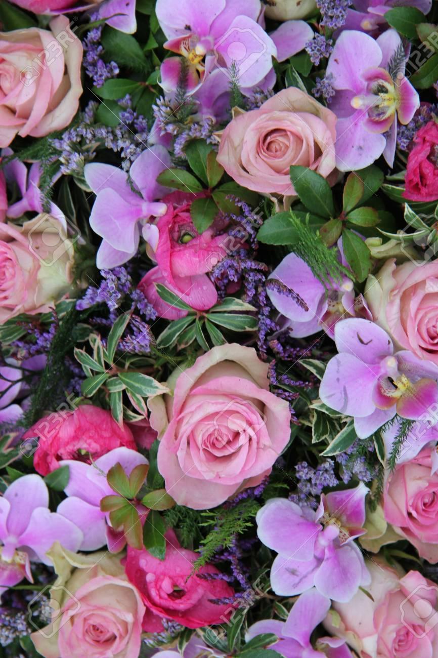 Arreglo Floral Mixto En Rosa Y Morado