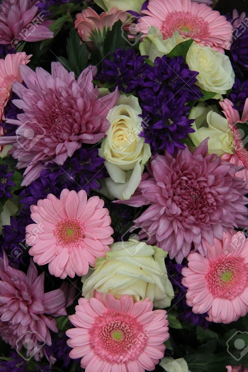 Rosa Weiss Und Lila Hochzeit Blumen Arrangement Lizenzfreie Fotos
