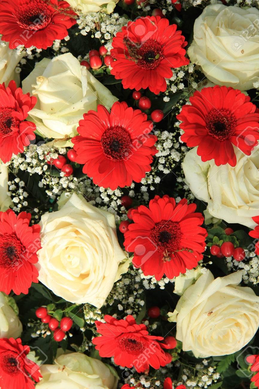 Brautstrauss In Rot Und Weiss Gerbera Rosen Und Schleierkraut