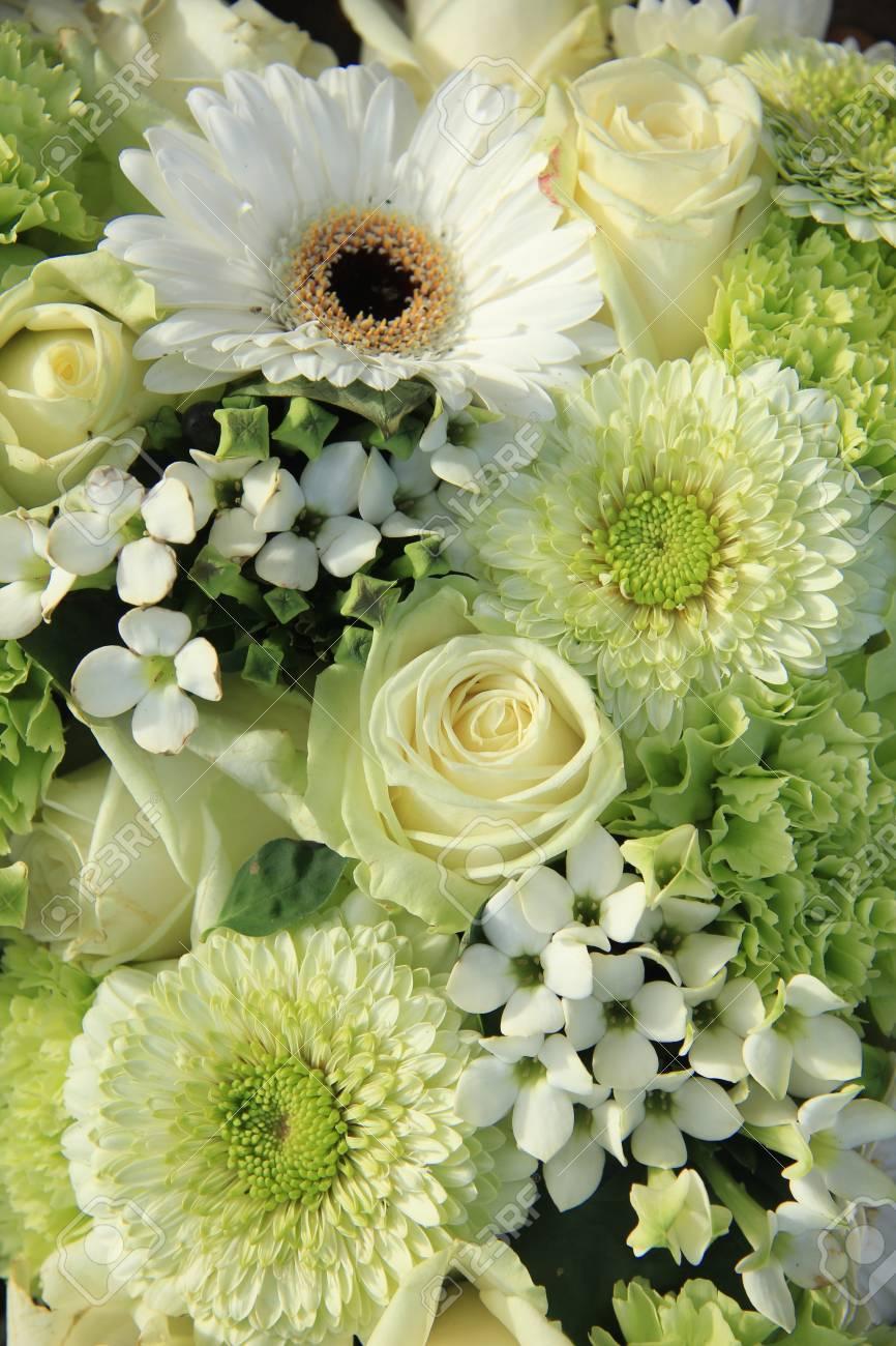 Mixed Weisse Hochzeitsblumen Gerbera Und Rosen Lizenzfreie Fotos