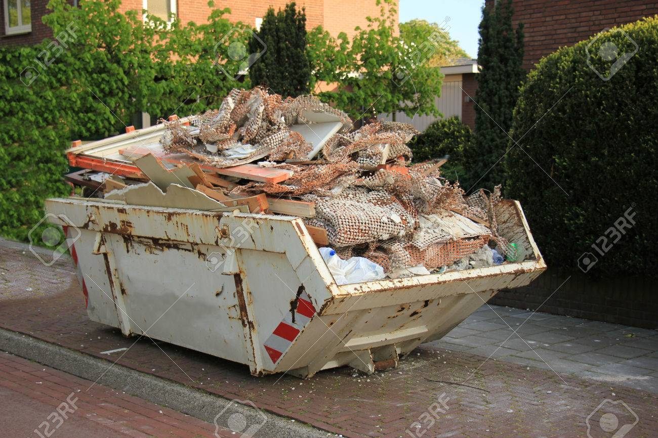 Loaded dumpster near a construction site, home renovation - 40568174