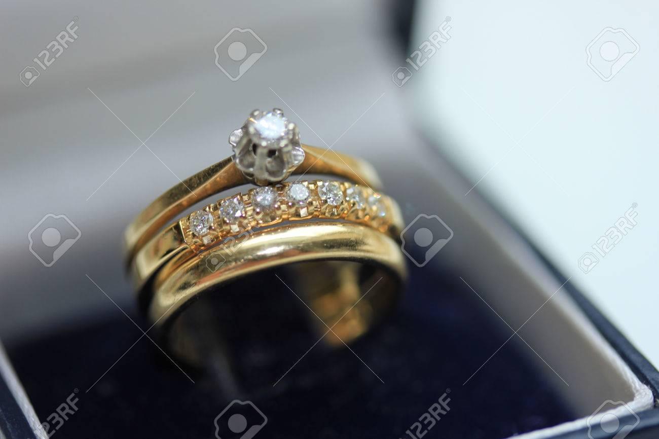 Mariage Mis En Or Jaune Bague De Fiancailles Solitaire Bande Diamant D Anniversaire Et Bande De Mariage Plaine