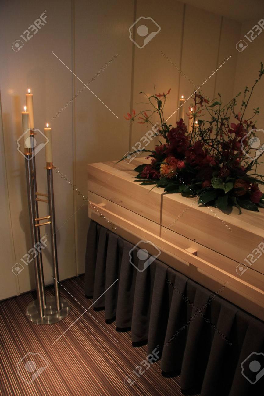 Holzschatulle - Zeitgenössischen Stil - In Einem Bestattungs ...