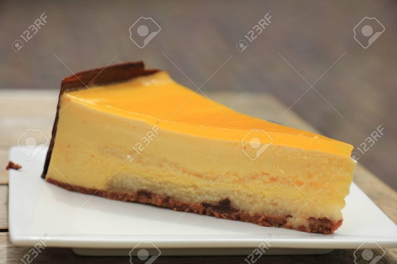 Frische Mango Pfirsich Mousse Süßwaren, Mit Weichen Kuchen Boden ...