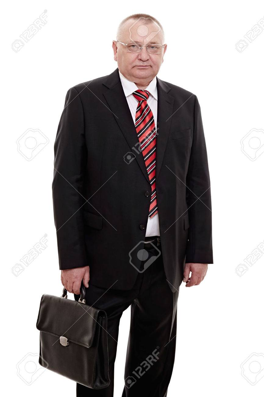 newest 2fbd6 a7354 Serio uomo d'affari di mezza età che indossa occhiali, cravatta a righe  rossa e nera, camicia bianca e nero in piedi in valigetta in mano isolato  su ...