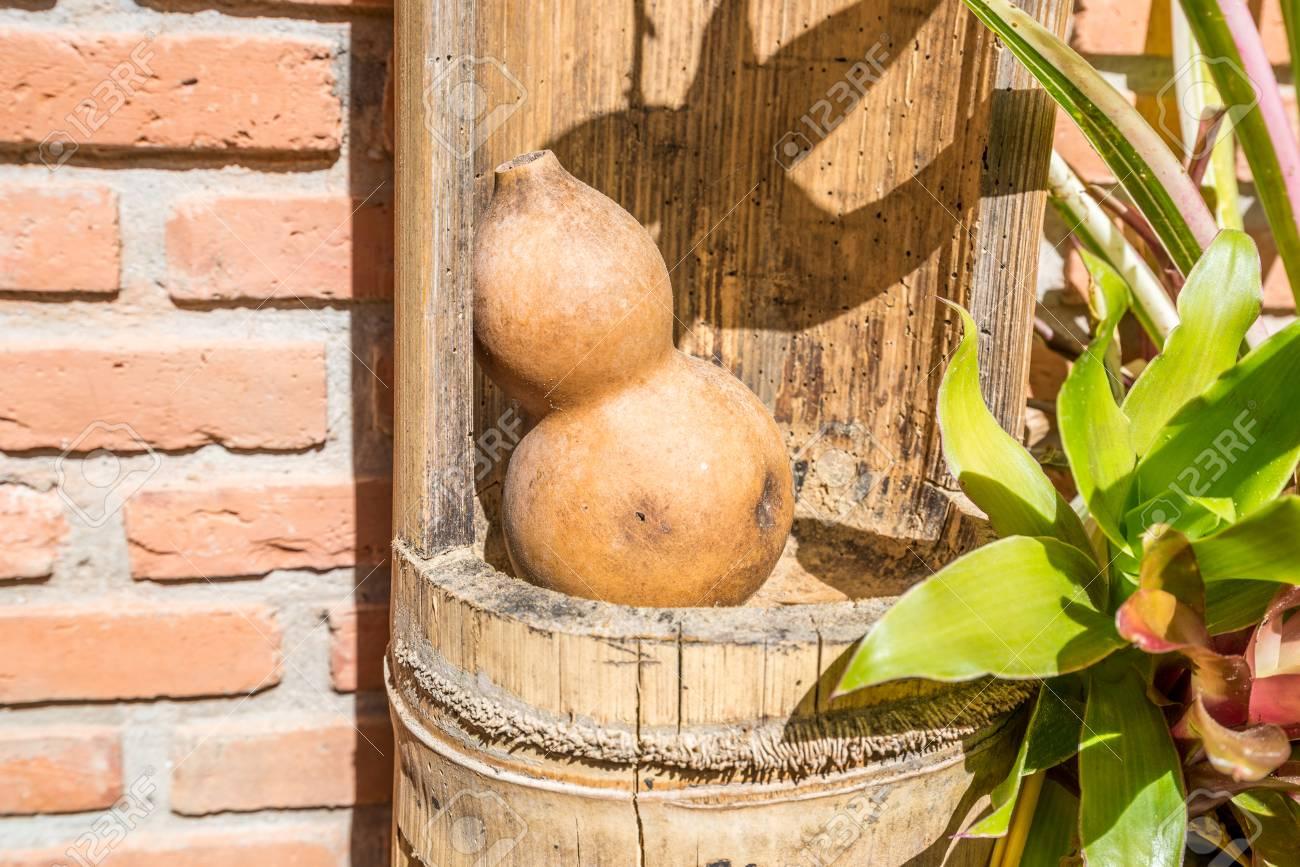 Decorazioni In Legno Per Giardino : Calabash di legno dentro bambù per la decorazione nel giardino