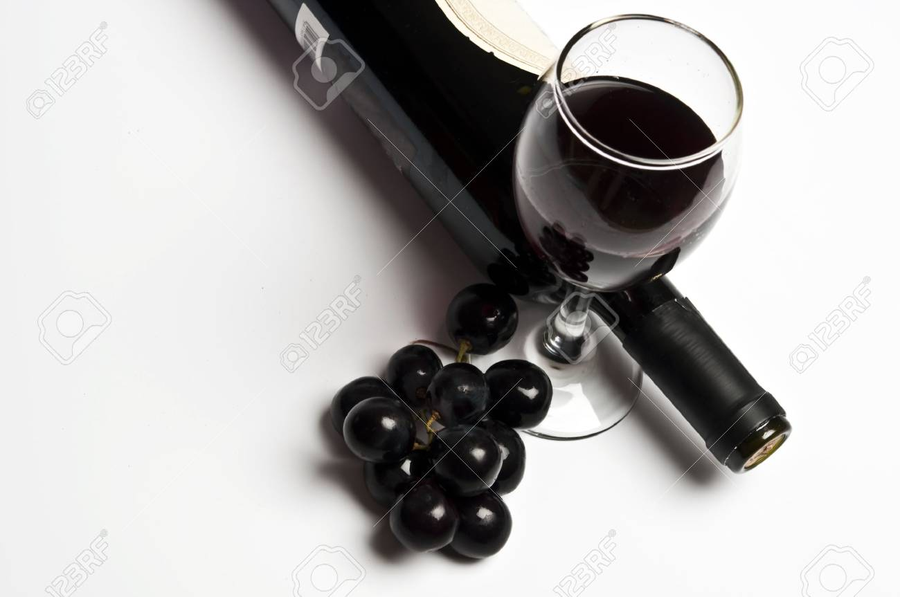 Red wine and grapes close up Stock Photo - 9329041