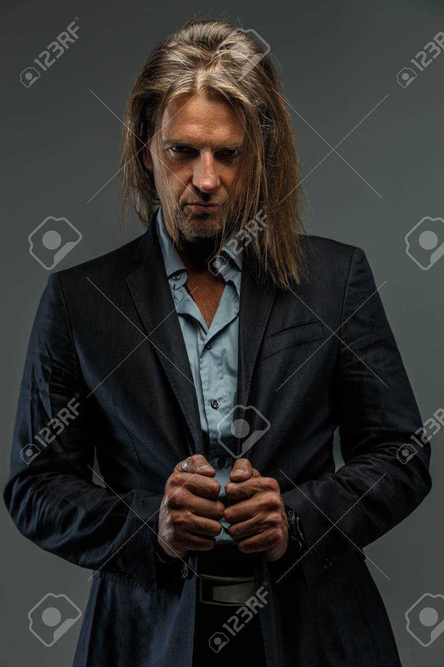 Cheveux gris fonce homme